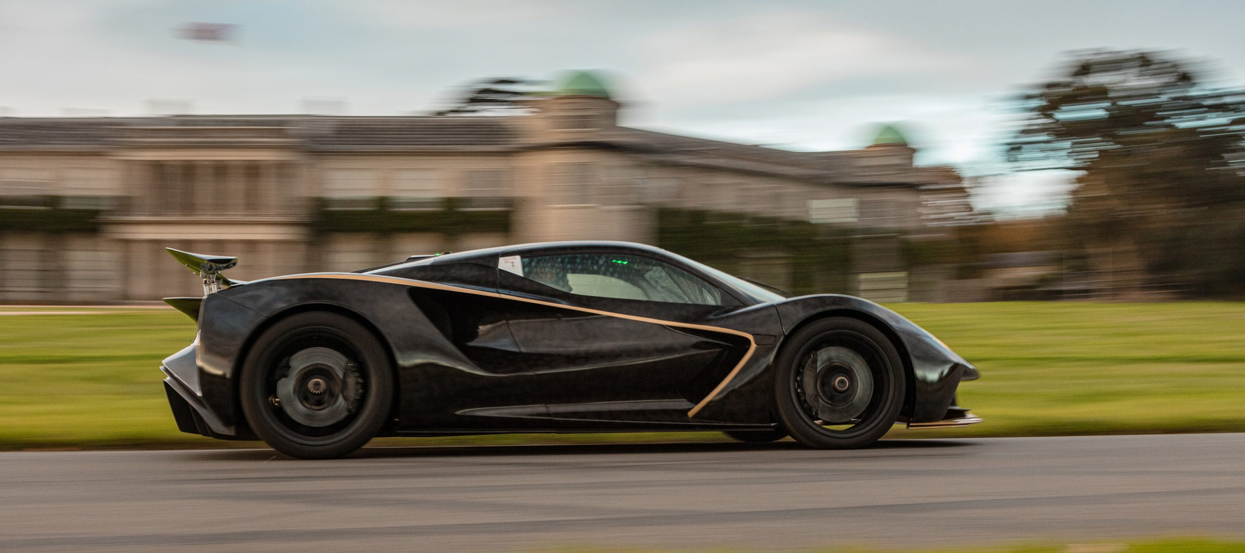 Lotus Stuns GoodWood SpeedWeek with Evija Dynamic Public Debut